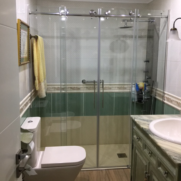 Cambio de bañera por ducha con placas resina Oviedo