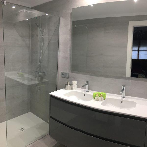 Reforma baño formato extragrande Gijón